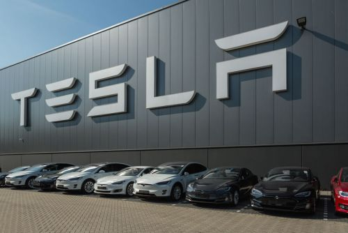 Paris:  La Bourse plombée par le risque commercial, attention à Tesla à New York
