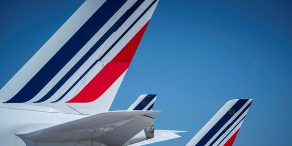 Direction et syndicats d'Air France négocient des augmentations de salaires