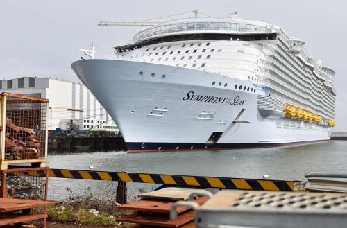 Le «Symphony of the Seas», plus gros paquebot du monde, quitte Saint-Nazaire
