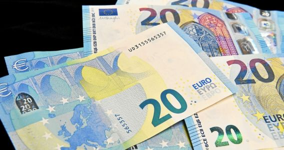 Euros. Le cash bat des records