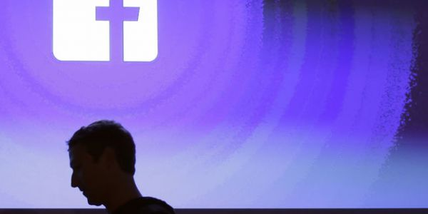 Facebook:  les timides regrets de Mark Zuckerberg